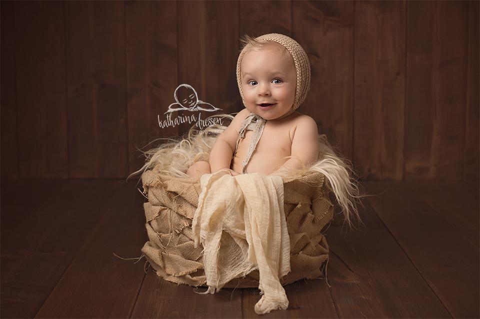 babyfotograf_baby-fotoshooting_babybilder_fotograf_duesseldorf_hebamme_geburt_wehen_geburtshaus_geddes_stillen