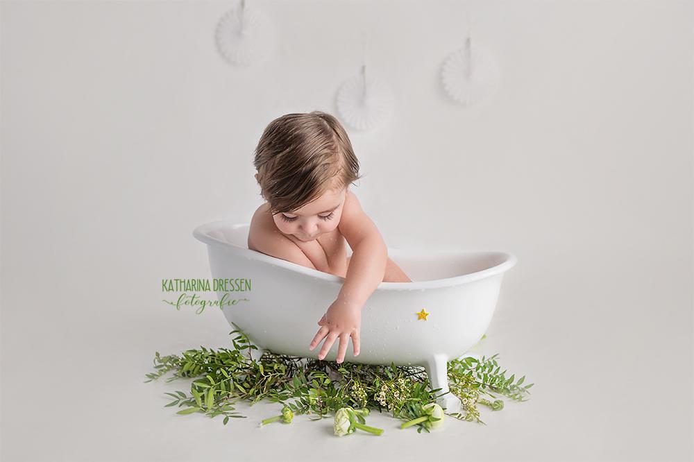 babyfotograf_babybilder_cakesmash-shooting_babyfotoshooting_fotoshooting_baby_kinderfotograf_duesseldorf_koeln_milchbad-shooting