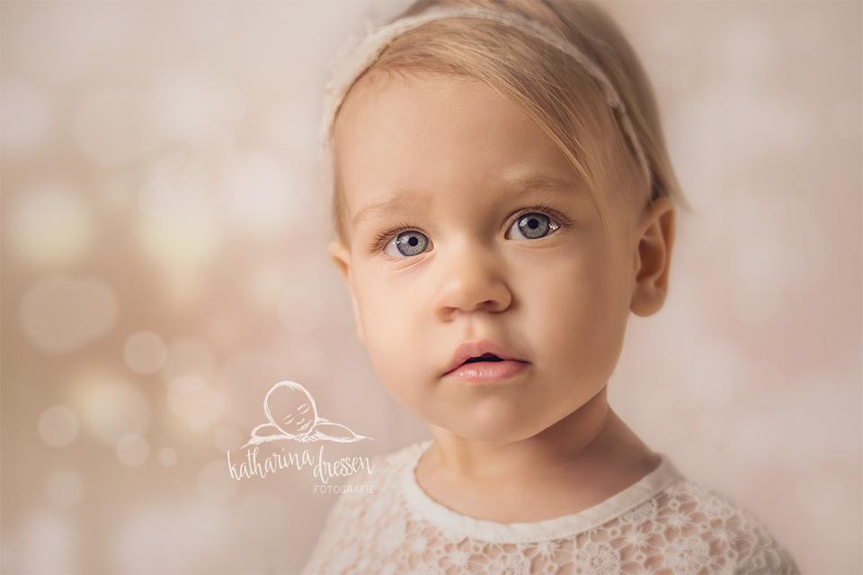 babyfotograf_moenchengladbach_kinderfoto_fotoshooting-mit-kindern_baby_anne-geddes_fotostudio_duesseldorf