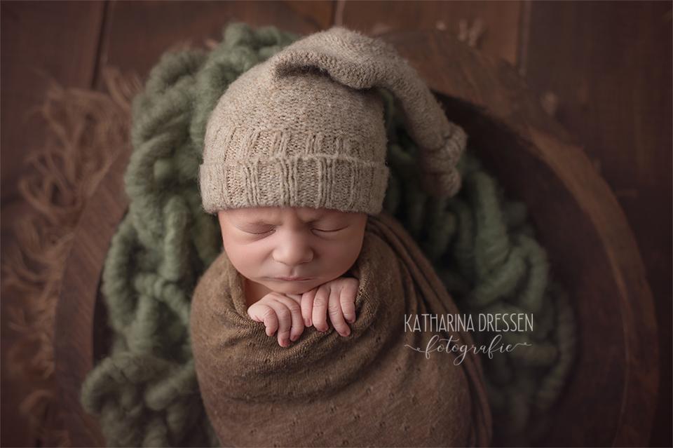 baby-fotograf_katharina-dressen__newborn_neugeboren-fotoshooting_hebamme_geburt_schwanger_baby_fotoatelier_duesseldorf