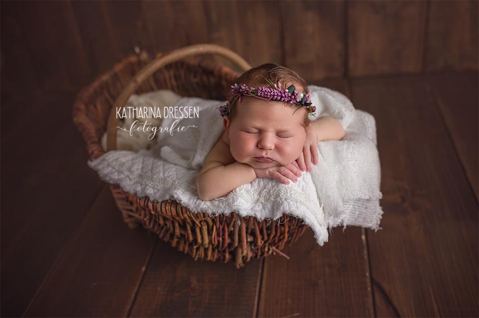 baby-fotograf_katharina-dressen_neugeboren-fotoshooting_hebamme_geburtsklinik_baby_fotoatelier_duesseldorf_koeln
