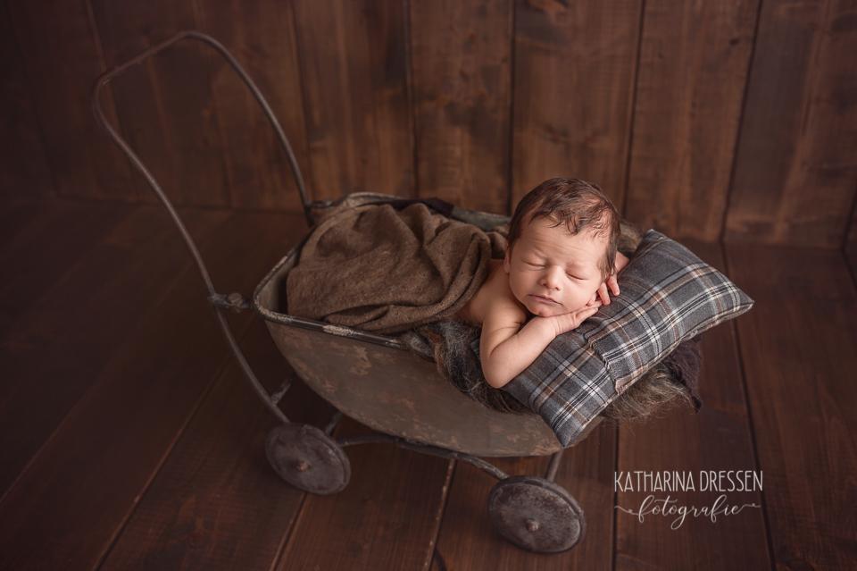 babyfotograf_baby-fotoshooting_katharinadressen_fotograf_baby_geburt_schwanger_moenchengladbach_duesseldorf_koeln__hebamme
