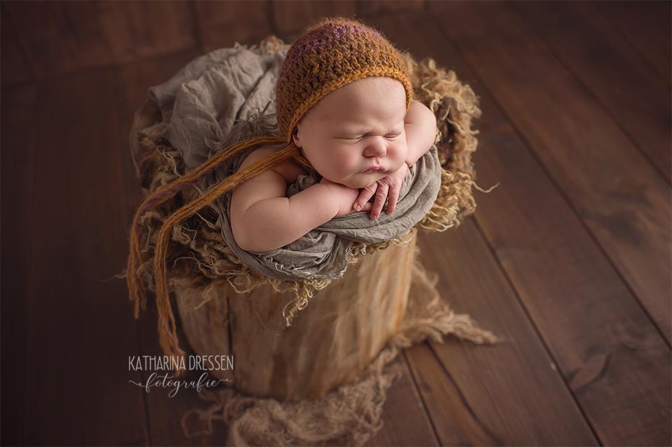babyfotograf_katharina-dressen_neugeboren-fotoshooting_hebamme_geburtshaus_babybauch-fotos_baby_fotoatelier_duesseldorf_meerbusch_anne-geddes