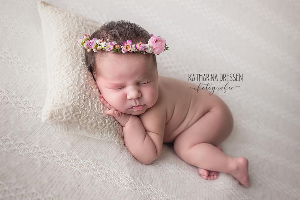 babyfotograf_katharina-dressen_neugeboren-fotoshooting_hebamme_geburtshaus_babybauch_baby_fotoatelier_duesseldorf_nrw