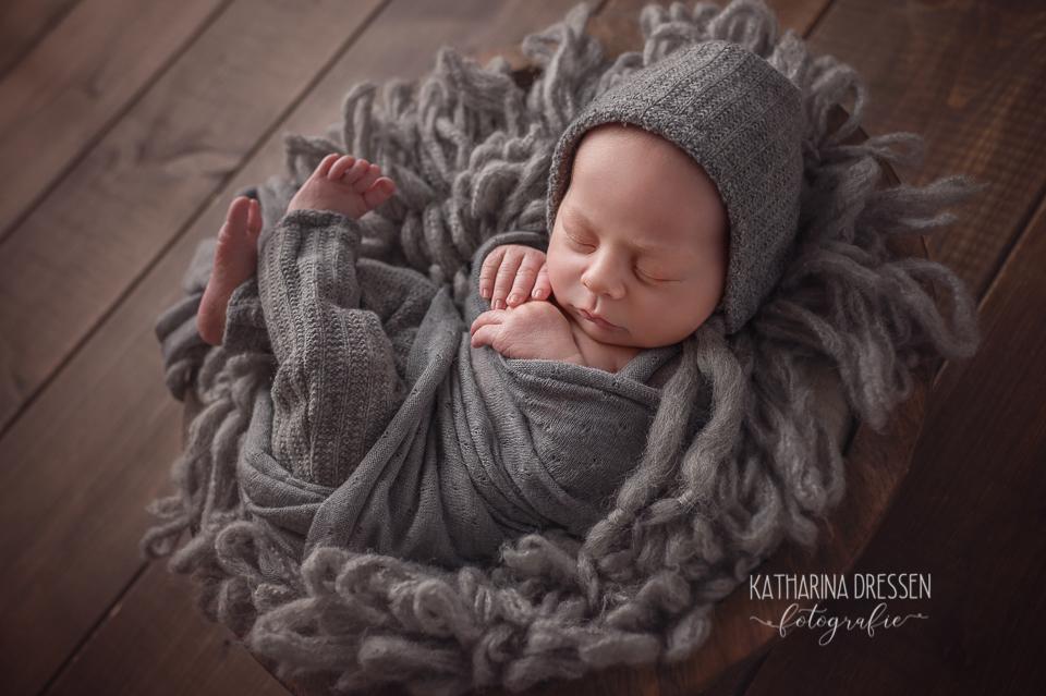 babyfotograf_katharina-dressen_neugeboren-fotoshooting_hebamme_geburtshaus_pda_baby_fotoatelier_duesseldorf_nrw