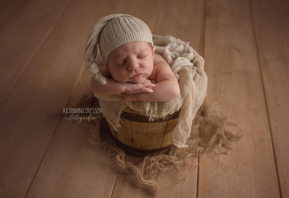 baby-fotograf_katharina-dressen_neugeboren-fotoshooting_hebamme_geburtshaus_schwanger_baby_fotoatelier_duesseldorf_koeln