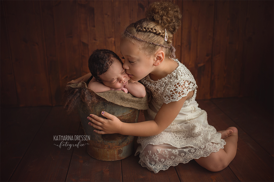 baby-fotograf_katharina-dressen_neugeboren-fotoshooting_hebamme_geburt_schwanger_baby_fotoatelier_duesseldorf_koeln