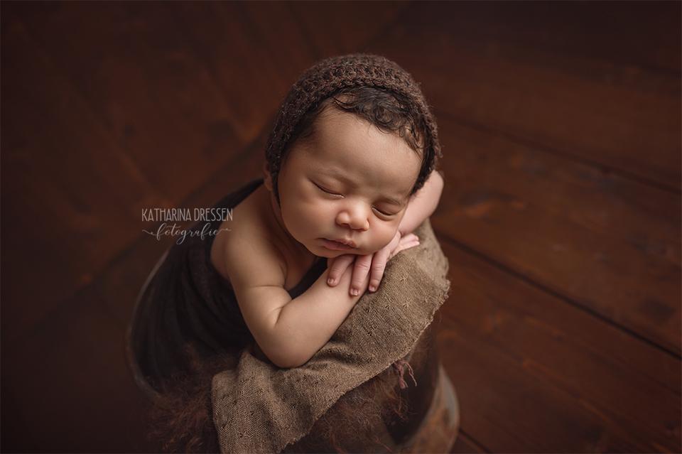 baby-fotograf_katharina-dressen_neugeboren-fotoshooting_hebamme_geburt_schwanger_baby_fotoatelier_duesseldorf_Meerbusch_koeln
