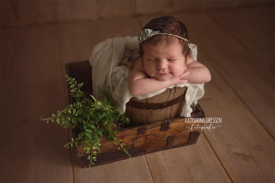 baby-fotograf_katharina-dressen_neugeboren-fotoshooting_hebamme_geburt_schwangerschaft_baby_fotoatelier_duesseldorf_koeln