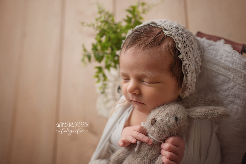 baby-fotograf_katharina-dressen_neugeboren-fotoshooting_hebamme_geburt_schwanger_baby_fotoatelier_duesseldorf_NRW