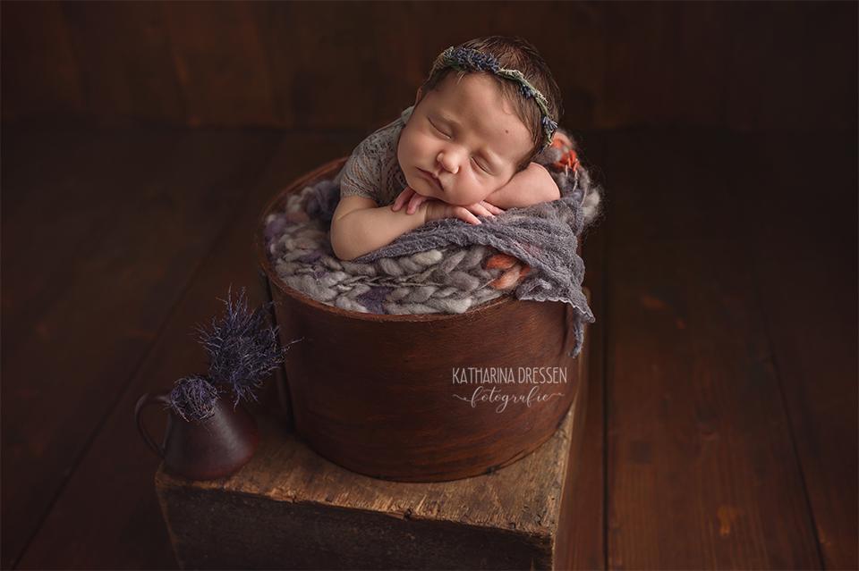 baby-fotograf_katharina-dressen_neugeboren-fotoshooting_hebamme_geburt_schwanger_baby_fotoatelier_duesseldorf_koeln_Aachen