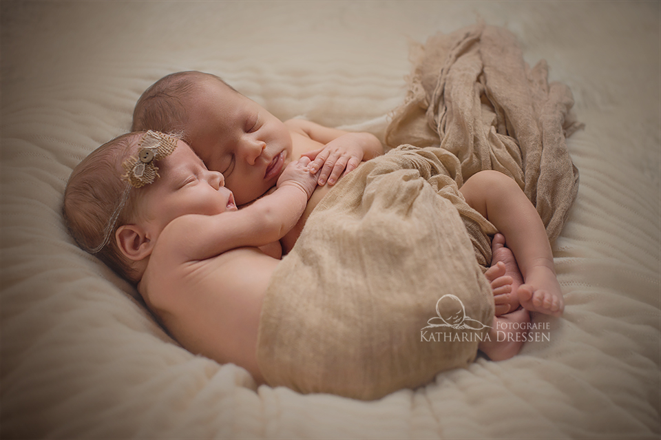 BabyFotograf_Duisburg_Geburtshaus_Zwillingsfotograf_Baby_Fotoshooting_Hebamme