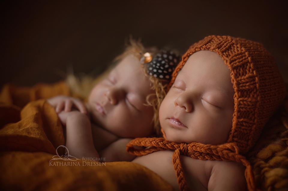 BabyFotograf_Koeln_Geburtshaus_Zwillingsfotograf_Baby_Fotoshooting_Hebamme
