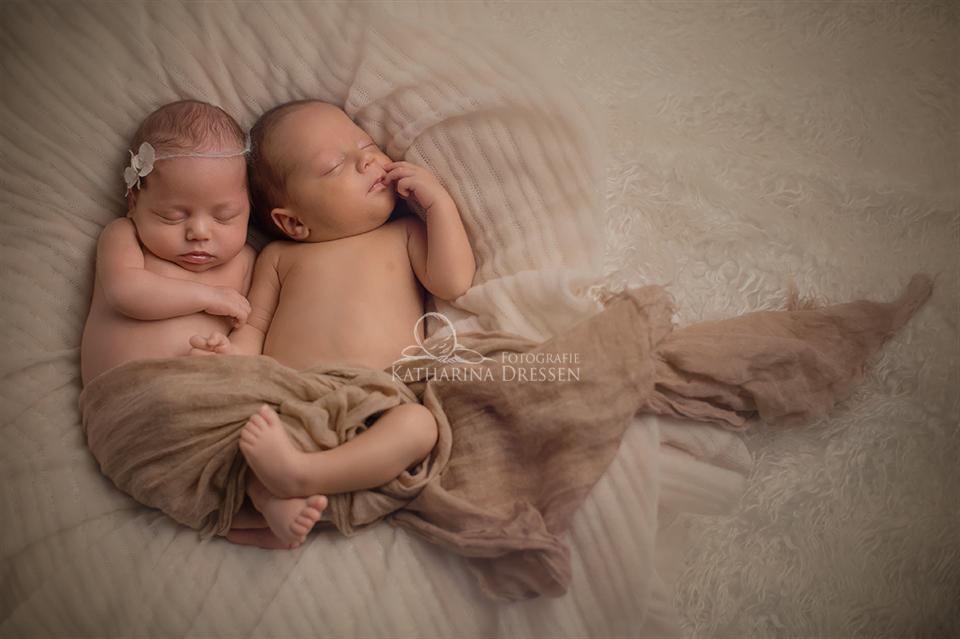 BabyFotograf_Krefeld_Geburtshaus_Zwillingsfotograf_Baby_Fotoshooting_Hebamme