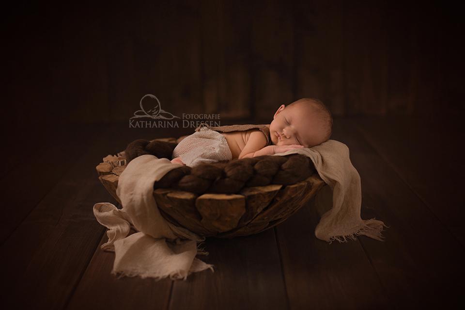 Babyfoto_Geburt_Fotograf_Duesseldorf_Babyfotograf_Hebamme_Geburtshaus_Baby_Fotoshooting