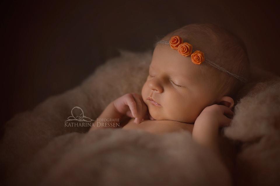 Babyfoto_Geburt_Fotograf_Koeln_Babyfotograf_Hebamme_Geburtshaus_Baby