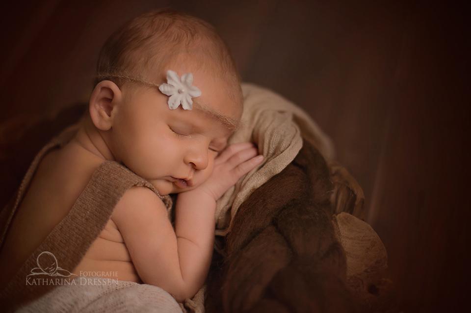 Fotograf_Meerbusch_Babyfotograf_Hebamme_Geburtshaus_Baby_Fotoshooting