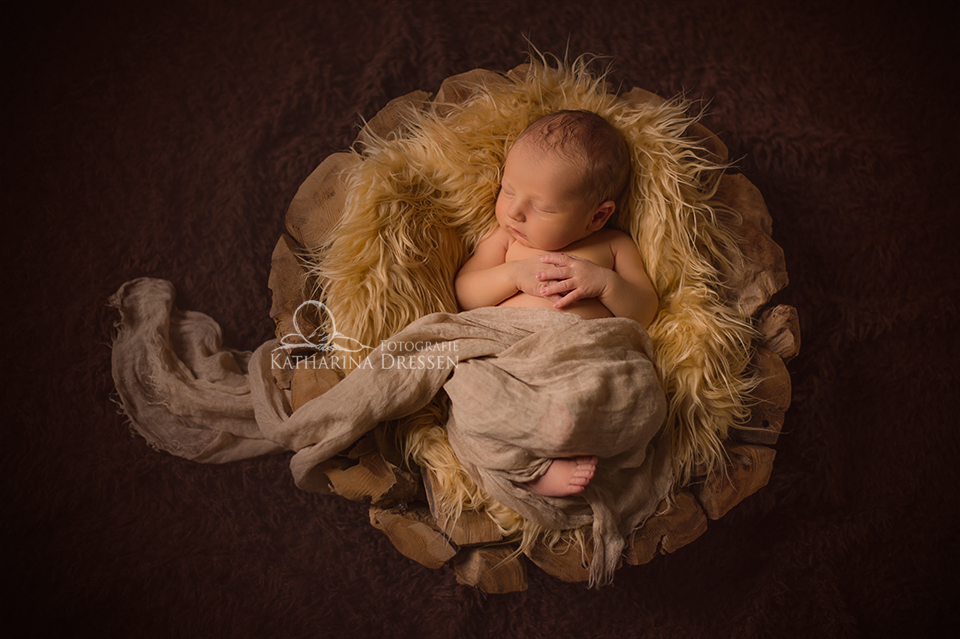 Fotografie_Katharina_Dressen_Babyfoto_Hebamme_Geburt_Moenchengladbach_Babyfotografie_Duesseldorf