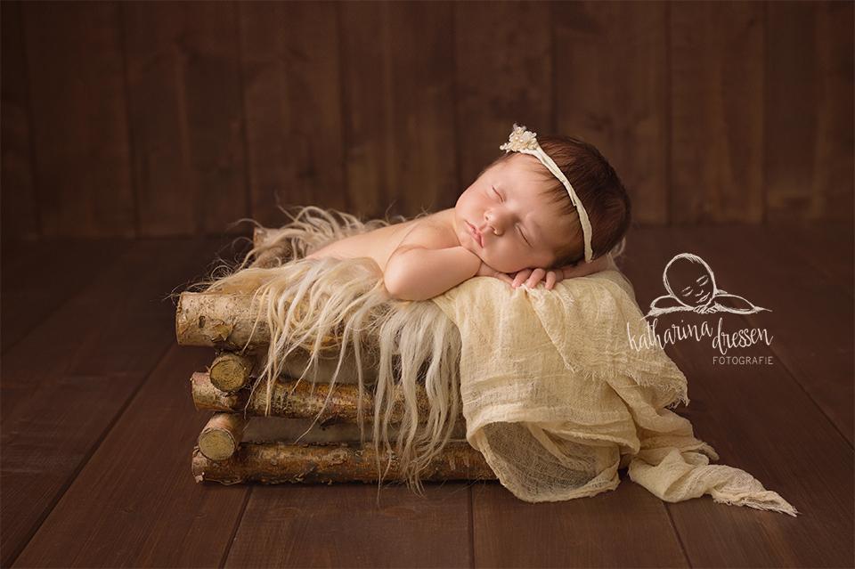 Babyfotos_Babyfotograf_Geburtshaus_Baby_newborn_Fotograf_Fotoshooting_Anne-Geddes
