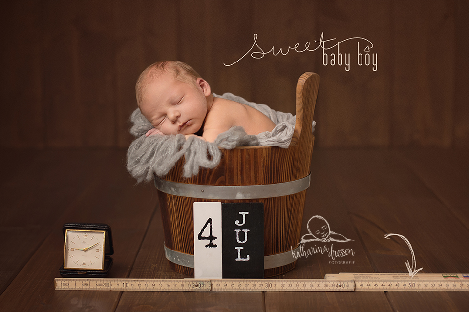 2_Babyfotograf_Baby-Fotoshooting_Duesseldorf_Baby_Neugeborenes_Hebamme_Geburtshaus_Bilder-wie-Anne-Geddes_Geburt
