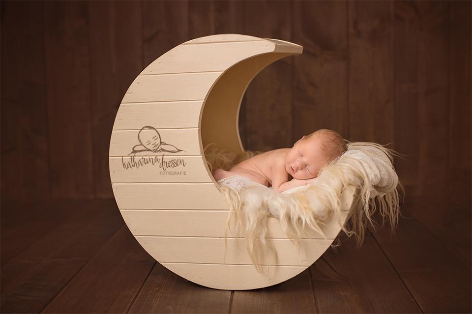 6_Babyfotograf_Baby-Fotoshooting_Duesseldorf_Baby_Neugeborenes_Hebamme_Geburtshaus_Fotograf_Koeln_Anne-Geddes