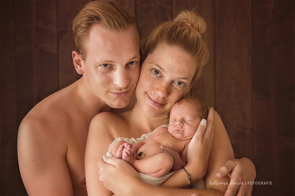 8_Babyfotograf_Baby-Fotoshooting_Hebamme_Geburt_schlafendes_Baby_Fotograf_Duesseldorf