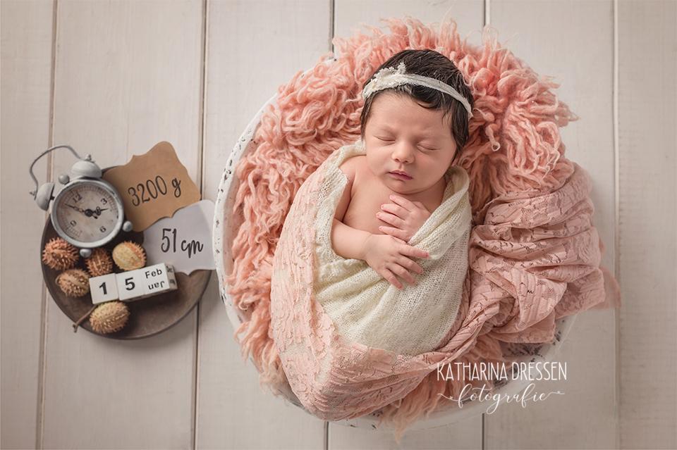 01_Baby_Fotoshooting_KatharinaDressen_Neugeboren_BabyFotografin_Hebamme_Geburt_Babyfotos_Fotograf_Duesseldorf_Moenchengladbach_Koeln_Anne-Geddes
