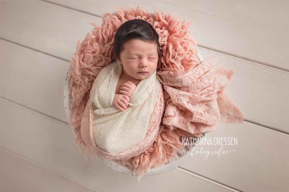 06_Baby_Fotografin_KatharinaDressen_Neugeboren_BabyFotoshooting_Hebamme_Geburt_Babyfotos_Fotograf_Duesseldorf_Moenchengladbach_Koeln_Anne-Geddes