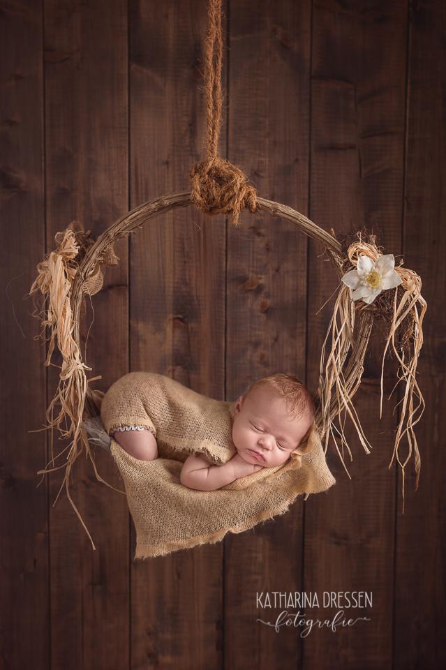 Baby-Fotograf_Katharina-Dressen_Neugeboren-Fotoshooting_Hebamme_Geburtshaus_Schwanger_Baby_Fotograf_Duesseldorf_Moenchengladbach_Koeln_Anne-Geddes