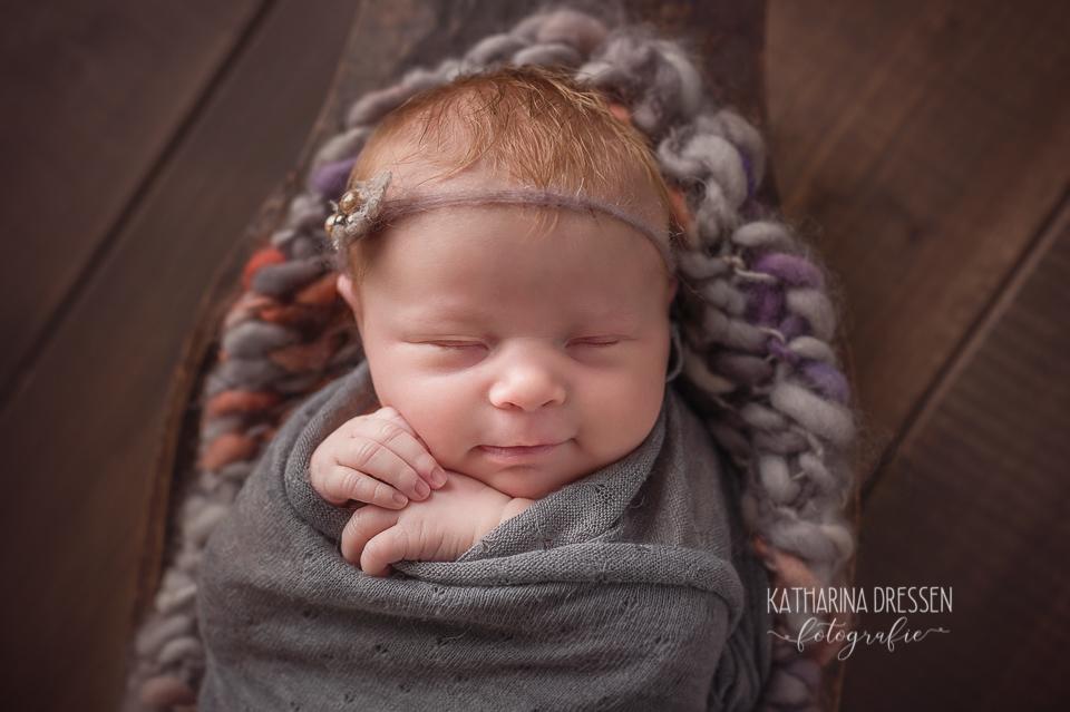 Baby-Fotografin_Katharina-Dressen_Neugeboren-Fotoshooting_Hebamme_Geburtshaus_Baby_Fotograf_Duesseldorf_Moenchengladbach_Koeln_Anne-Geddes