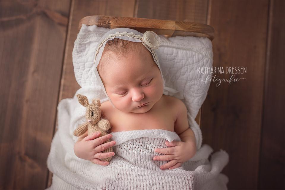 Baby-Fotografin_Katharina-Dressen_Neugeboren-Fotoshooting_Hebamme_Geburtshaus_Babybauch-Fotos_Baby_Fotoatelier_Duesseldorf_Moenchengladbach_Koeln_NRW_Anne-Geddes