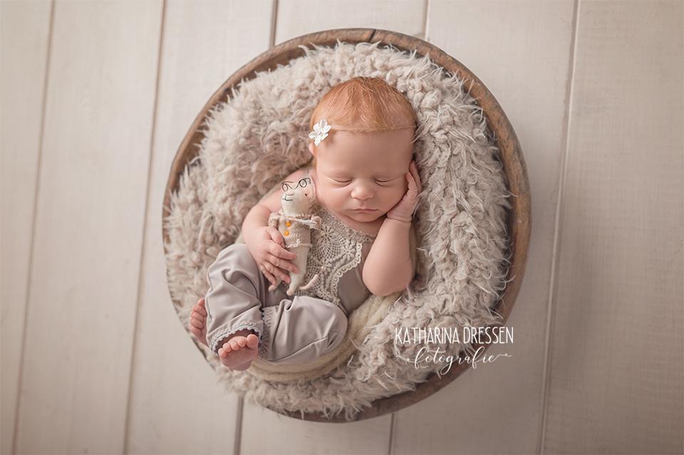 Baby-Fotografin_Katharina-Dressen_Neugeboren-Fotoshooting_Hebamme_Geburtshaus_Schwanger_Baby_Fotograf_Duesseldorf_Moenchengladbach_Koeln_Anne-Geddes