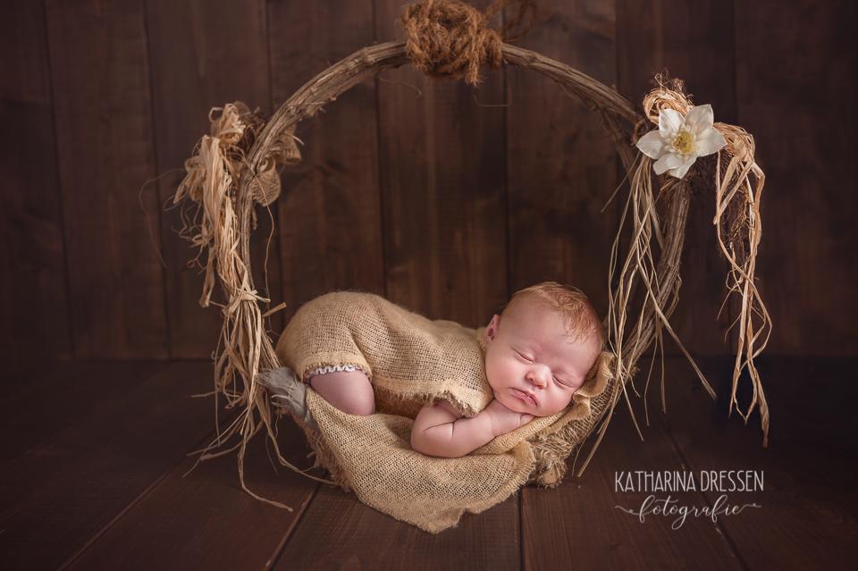 Baby-fotoshooting_Katharina-Dressen_Neugeborenes_Hebamme_Geburt_Schwanger_Baby-Fotograf_Duesseldorf_Moenchengladbach