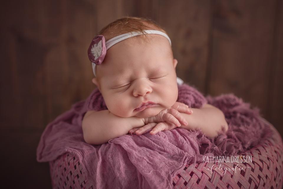 Baby-fotoshooting_Katharina-Dressen_Neugeborenes_Hebamme_Geburt_Schwanger_Baby-Fotograf_Duesseldorf_Moenchengladbach_Koeln