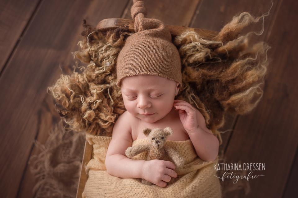 Baby_FotoShooting_KatharinaDressen_Neugeboren_BabyFotograf_Hebamme_Geburt_Babyfotos_Duesseldorf_Moenchengladbach_Koeln_Anne-Geddes_Schwanger