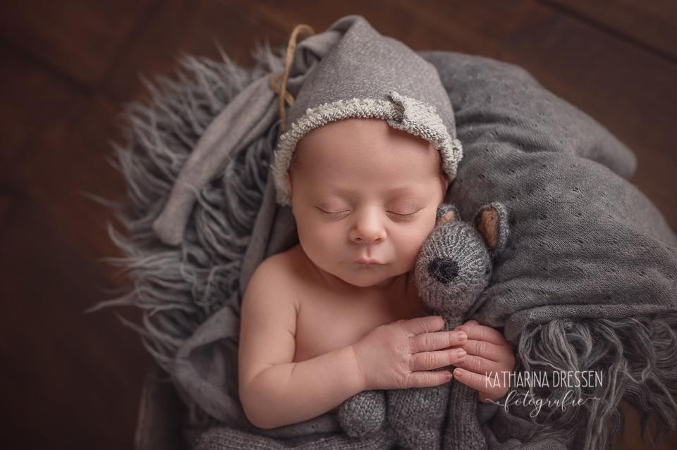 Baby_FotoShooting_KatharinaDressen_Neugeboren_BabyFotograf_Hebamme_Geburt_Babyfotos_Fotograf_Duesseldorf_Moenchengladbach_Koeln_Anne-Geddes_Pampers