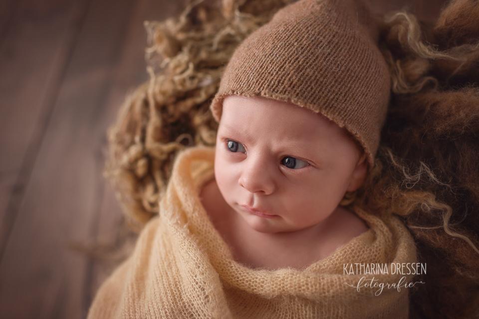 Baby_FotoShooting_KatharinaDressen_Neugeboren_BabyFotograf_Hebamme_Geburt_Babyfotos_Fotograf_Duesseldorf_Moenchengladbach_Koeln_Anne-Geddes_Schwangersvorsorge
