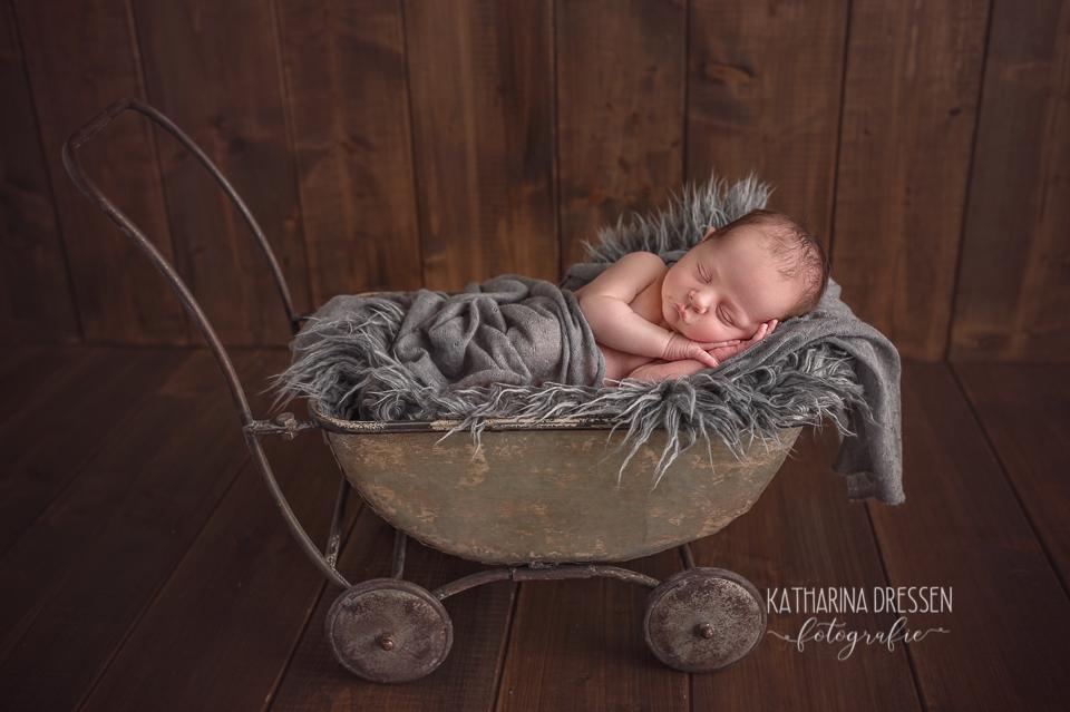 Baby_Fotografin_KatharinaDressen_Neugeboren_BabyFotoshooting_Hebamme_Geburt_Babyfotos_Fotograf_Duesseldorf_Moenchengladbach_Koeln_Anne-Geddes