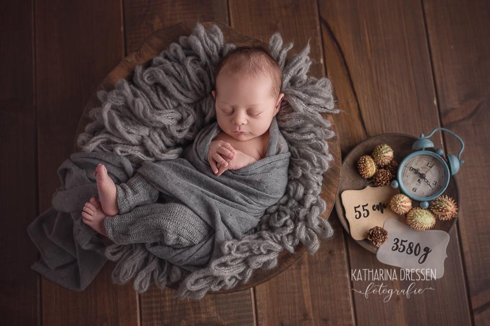 Baby_Fotografin_KatharinaDressen_Neugeboren_BabyFotoshooting_Hebamme_Geburtshaus_Babyfotos_Fotograf_Duesseldorf_Moenchengladbach_Koeln_Anne-Geddes