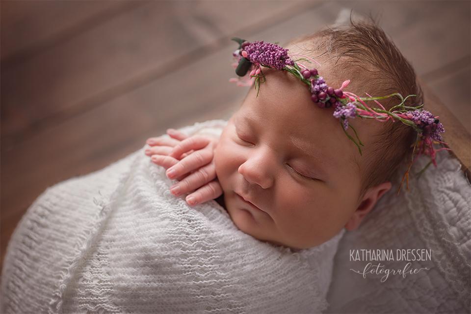 Babyfotograf_Babybilder_Katharina_Dressen_Baby-Fotoshooting_newborn_AnneGeddes_Hebamme_Geburtshaus_Geburt_Schwanger_Stillen_Moenchengladbach_Duesseldorf_Koeln