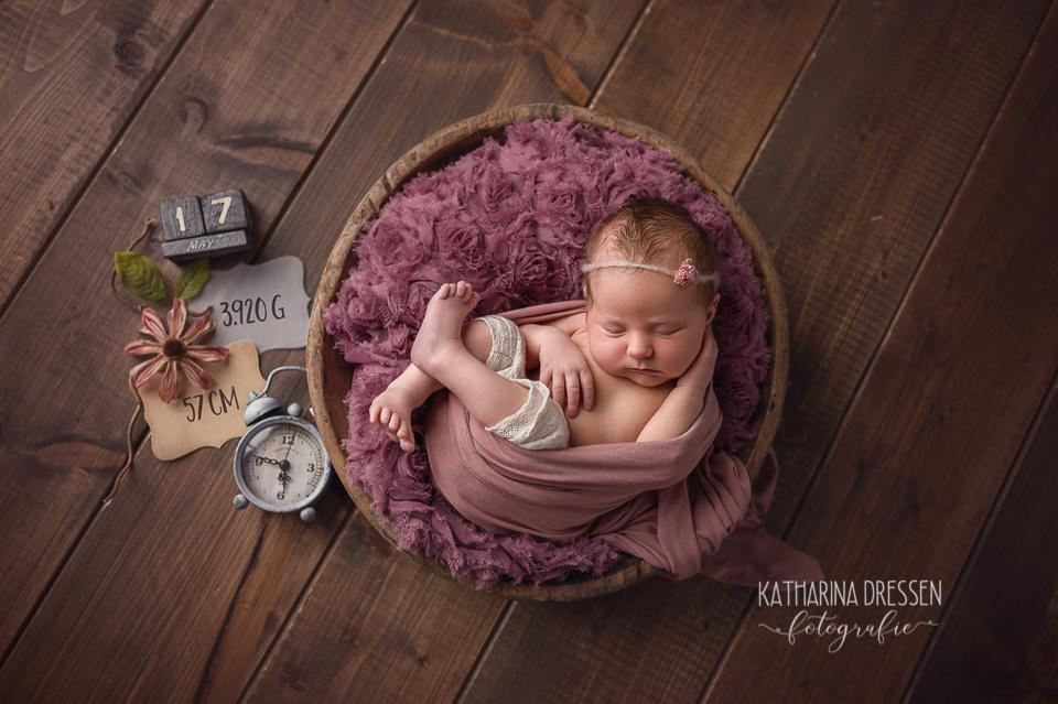 Babyfotograf_Babyfoto_Katharina_Dressen_Baby-Fotoshooting_newborn_Geburtsvorbereitung_Hebamme_Geburtshaus_Geburt_Schwanger_Stillen_Moenchengladbach_Duesseldorf