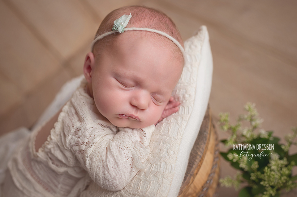 Babyfotograf_Babyfoto_newborn_Baby-Fotoshooting_AnneGeddes_Hebamme_Geburtshaus_Geburt_Schwanger_Flaschenkind_Moenchengladbach_Duesseldorf