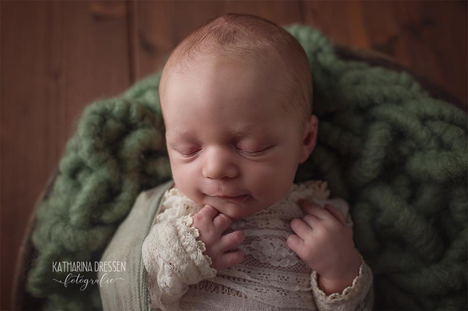Babyfotograf_Babyfoto_newborn_Baby-Fotoshooting_AnneGeddes_Hebamme_Geburtshaus_Geburtsvorsorge_Schwanger_Stillen_Moenchengladbach_Duesseldorf