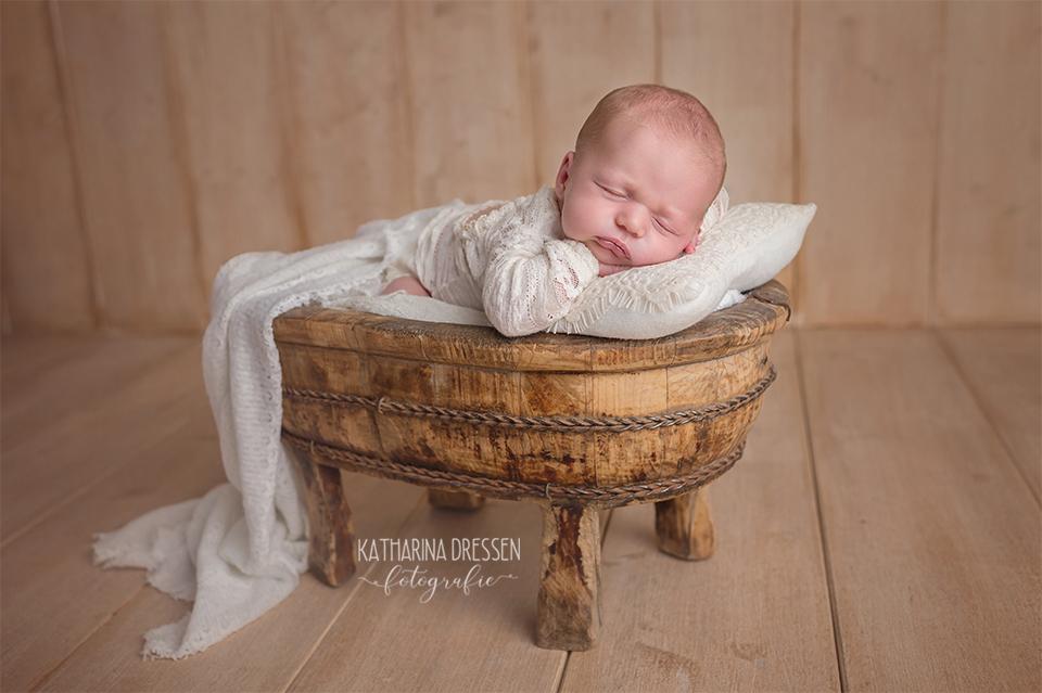 Babyfotograf_Babyfoto_newborn_Baby-Fotoshooting_Katharina-Dressen_Hebamme_Geburtshaus_Geburt_Schwanger_Stillen_Moenchengladbach_Fotoatelier_Duesseldorf