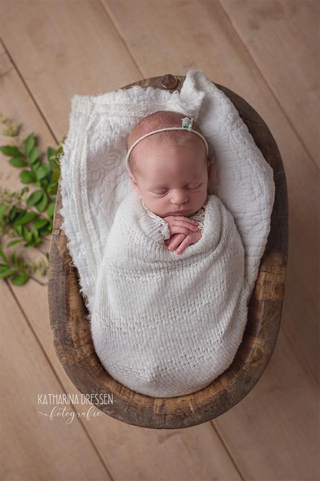 Babyfotograf_Babyfotografin_Neugeborenes_Baby-Fotoshooting_AnneGeddes_Hebamme_Geburtshaus_Geburt_Schwanger_Stillen_Moenchengladbach_Duesseldorf