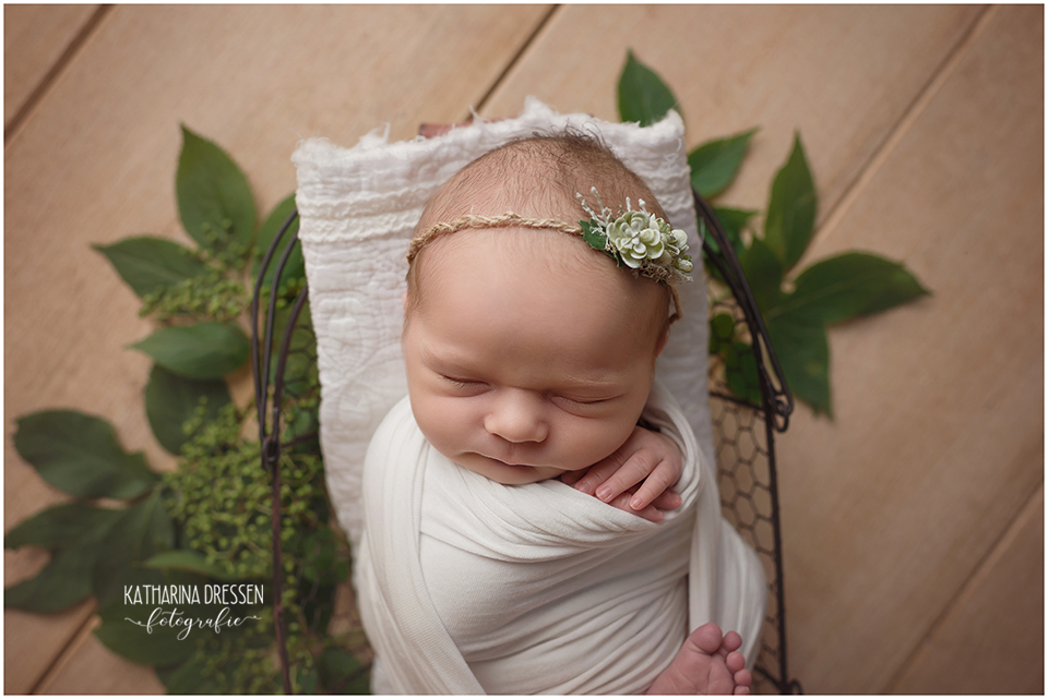 03_Babyfotograf_Baby-Fotoshooting_Neugeborenes_Geburt_Schwangerschaft_Hebamme_Schwanger_Fotograf_Duesseldorf_Koeln_Moenchengladbach