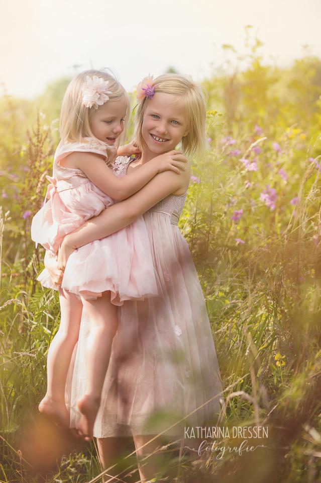 Kinderfotos-Kinder-Fotoshooting_Outdoor_Familienfotograf_Zwillinge_KatharinaDressen_Moenchengladbach_Koeln