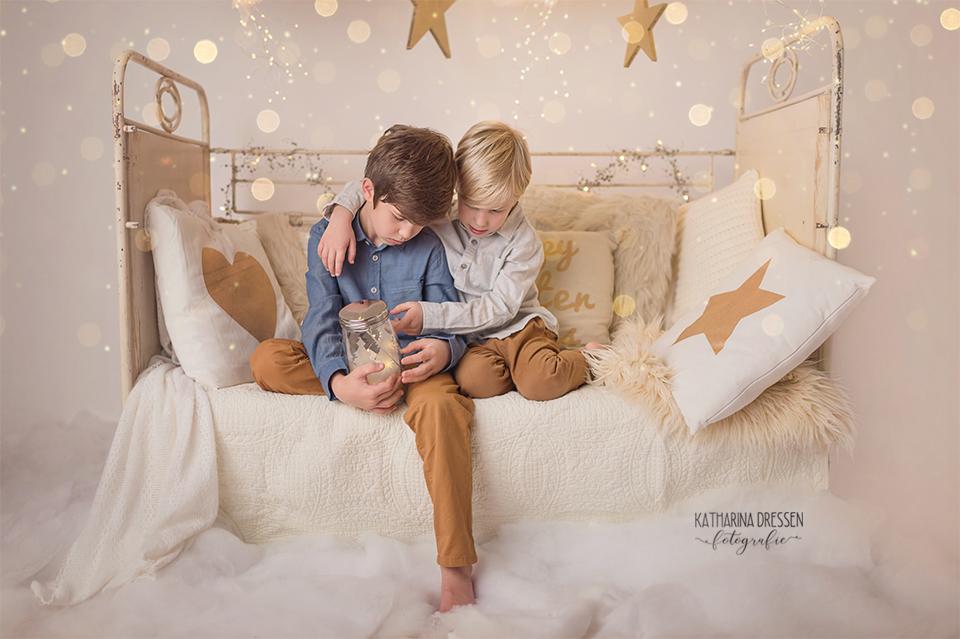 Xmas_Weihnachts-Fotoshooting_Kinderfotoshooting_Familienfotograf_Kinderfotograf_Moenchengladbach_Duesseldorf_Fotoshooting_Kinder-Fotografin_Babyfotograf_Familienfotoshooting_Geschenke