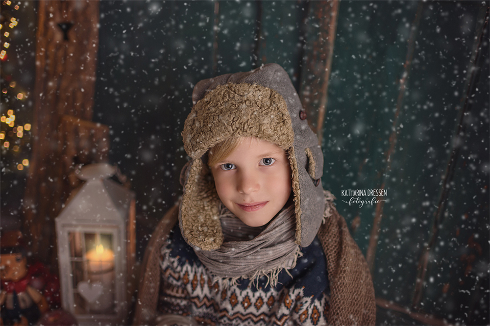 Xmas_Weihnachts-Fotoshooting_Kinderfotoshooting_Familienfotograf_Kinderfotograf_Moenchengladbach_Duesseldorf_Fotoshooting_Kinder-Fotografin_Babyfotograf_Familienfotoshooting_Kinder_im_Schnee