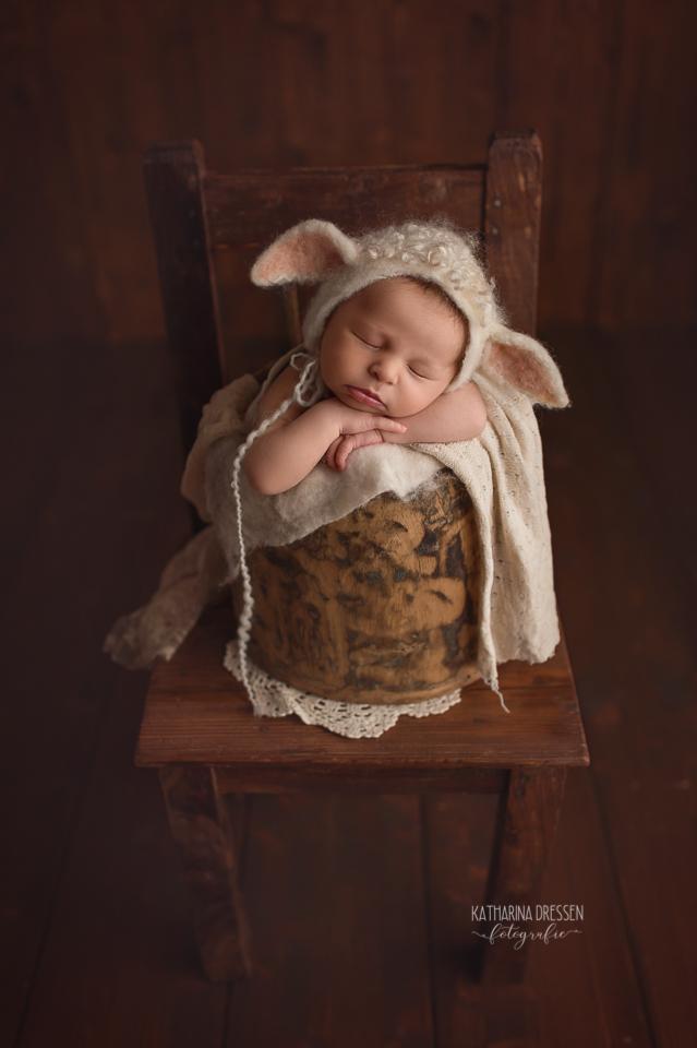 Babyfotograf_Moenchengladbach_Babyfotos_Baby_Neugeboren_Schwangerschaft_Babybauch_Geburt_Hebamme_Duesseldorf_Koeln_Viersen_Krefeld_Neus
